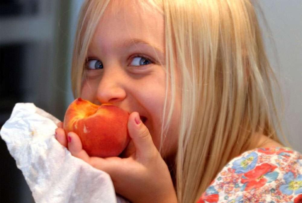 Come faccio a far mangiare frutta e verdura ai miei figli?