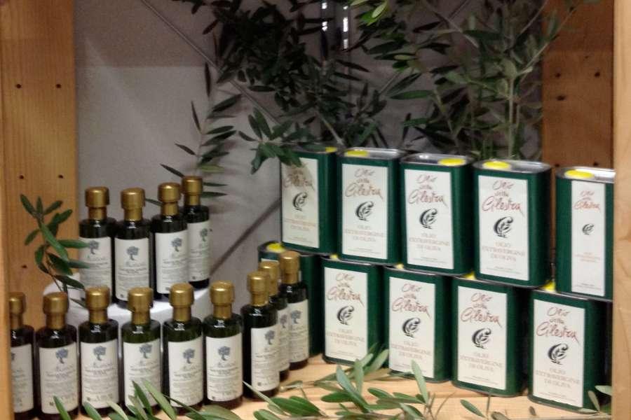 Esclusivamente  Olio Extra Vergine d'oliva. Italiano!