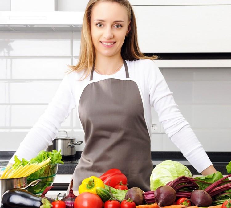 Mangiare cibo naturale preparato senza conservanti,