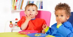 bambini-che-mangiano
