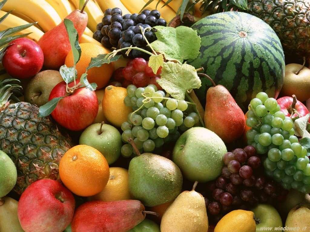 Frutta-assortita-cocomero-mela-uva