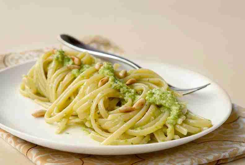 Pesto di broccoletti e mandorle per linguine integrali