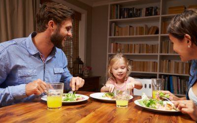 Famiglia a tavola è…